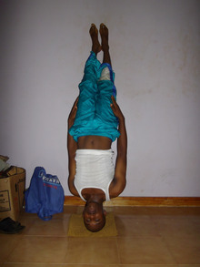 Dancer Abedas in Meru, Kenya  ダンサー あべだす いん めるー けにあ