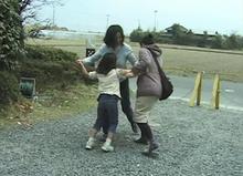 三角絞めでつかまえて-お母さん、行かないで!