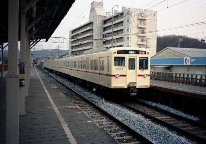 たまてつ京王帝都電鉄6000系と高架化前の北野駅(1981年)