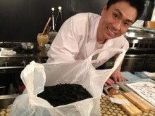 新宿ではたらくサイコロ社長(セミナー企画・アロマサロン経営・ITエンジニアリング)-魚むすびでわかめ