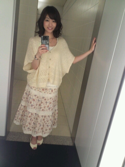 ルーズな服が可愛い新井恵理那