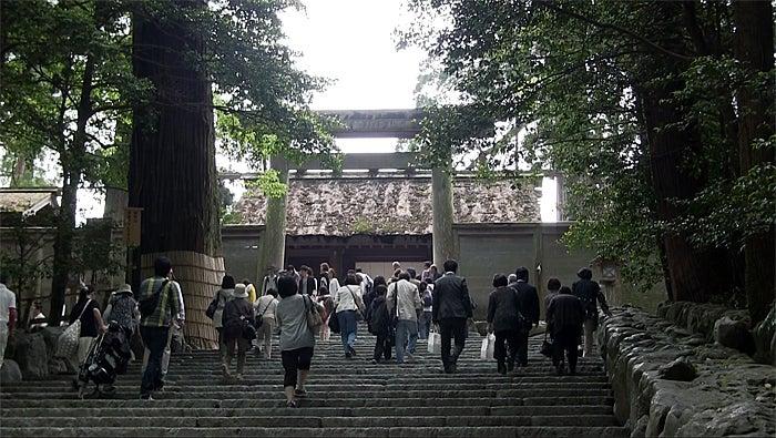 ののちゃんブログ-内宮階段前