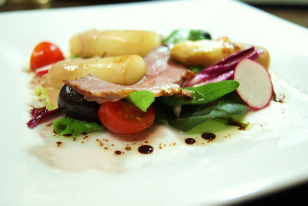 食べて飲んで観て読んだコト+レストラン・カザマ-ホワイトアスパラと鴨