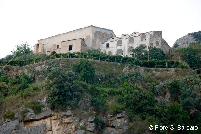 【彼女の恋した南イタリア】 - diario  イタリアリゾート最新情報    -プライアーノの修道院