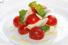 国立 バーガー&ワイン食堂  カフェ ラフレスカのブログ-カプレーゼ