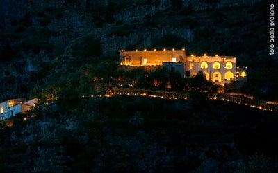 【彼女の恋した南イタリア】 - diario  イタリアリゾート最新情報    -ルミナリアの夜の修道院