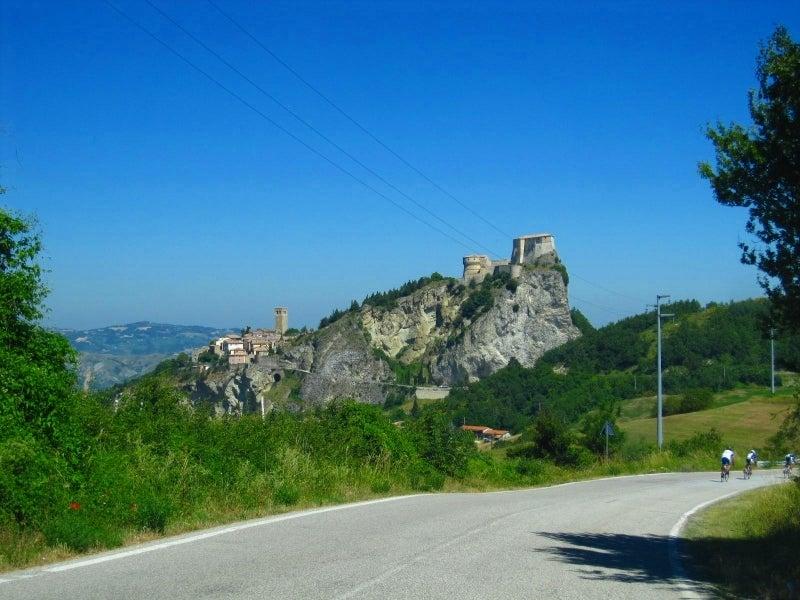 イタリア田舎暮らし~ペルージャの丘を眺めながら~『カリオストロの城』のモデルとなった断崖絶壁の街☆サンレーオ
