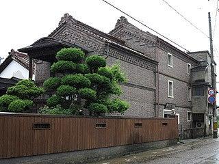 晴れのち曇り時々Ameブロ-若喜商店レンガ蔵