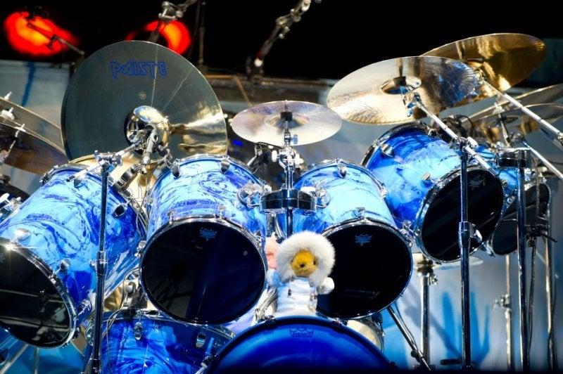 ニコ・マクブレイン | ドラム紫...