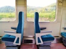 ヘッドマーク・鉄道デザイン博物館 -キハ110形・回転座席を横から