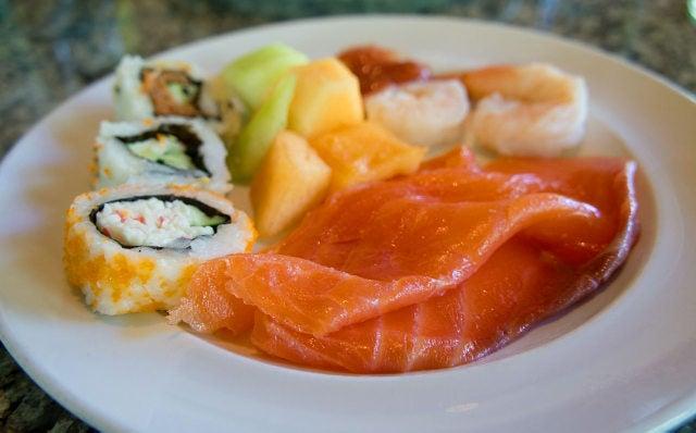 Sun Harbor ~ちょっとリッチな海外旅行~-お寿司とサーモン