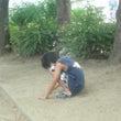 公園で砂いじり