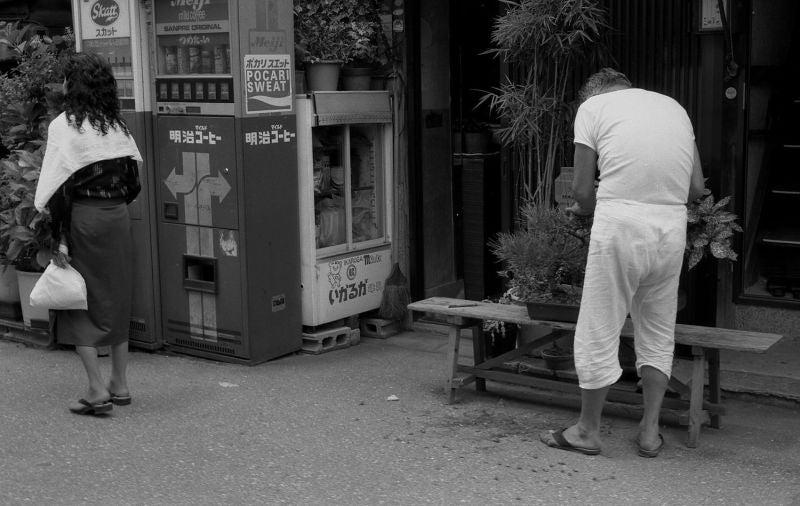 昭和レトロ製作委員会          台場一丁目商店街自治会長      久保浩の平成と闘う日々