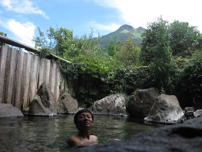 歩き人ふみの徒歩世界旅行 日本・台湾編-由布岳と露天風呂