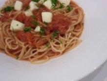 モッアレラチーズとトマトのパスタ