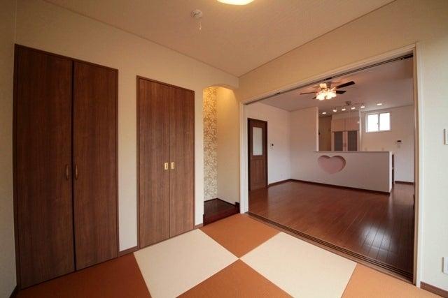 徳島県で家を建てるならサーロジック-和室からハートのニッチのリビング