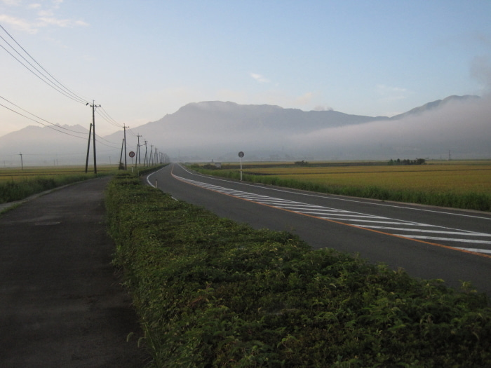 歩き人ふみの徒歩世界旅行 日本・台湾編-朝の阿蘇