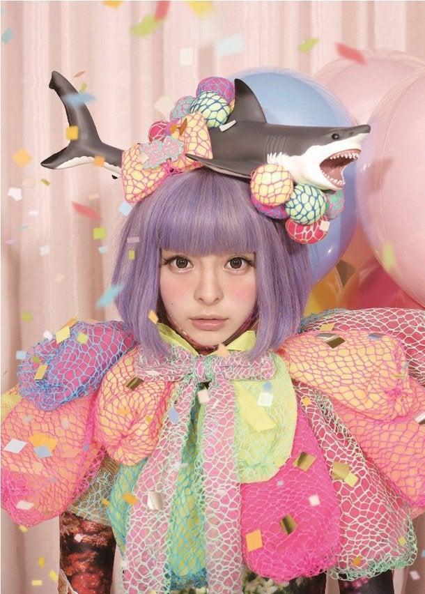 「ファッションモンスター」 2012年10月17日発売ファッションモンスターは、きゃりーぱみゅぱみゅの3作目のシングル。 「g.u. 」のCMソングとなっている曲です。