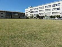 地域にひろがる「まちなか」の校庭芝生たち!-WOS121016-3