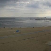 今年の須磨海岸を眺め…