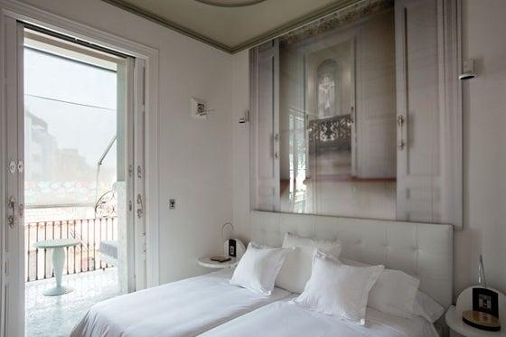 $北欧系×アンティークなスペインのホテルのインテリア