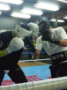 18鴻巣ボクシングジム-121030_1945~01.jpg
