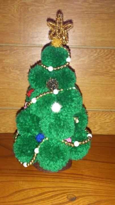 毛糸のボンボンクリスマスツリー