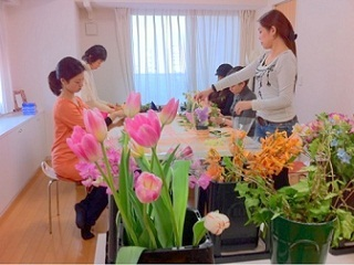 心の枠を外すフラワー&カラーセラピー「 ラ・フォリア」@大阪・松屋町-フラワーセラピー中