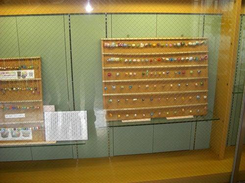 とんぼ玉工房「MASUMI」 ますみのとんぼ玉日記NEW-桜図書館展示1