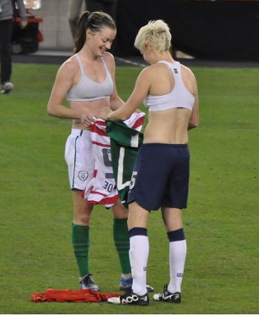 女子サッカーおもしろ写真 ラピノーったらこんなところで、は ...