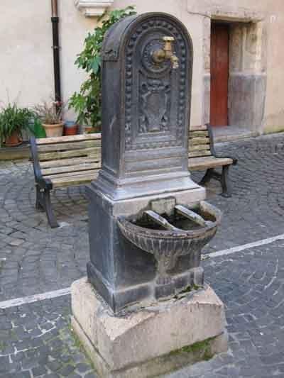 $イタリア ローマの新聞屋さん