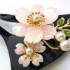 ■コスチューム(プラスチック製)かんざし。可愛らしいピンクの桜、パール、ラインストーン。の画像