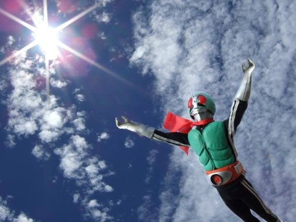 「仮面ライダー 崖 ジャンプ」の画像検索結果