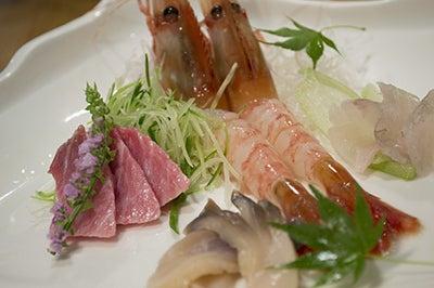 $北海道の魚介を直送の寿司店。堺筋本町駅徒歩1分 おたる栄六すし 大阪<br />-北海道 刺身