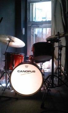 kiki店内のドラムセット