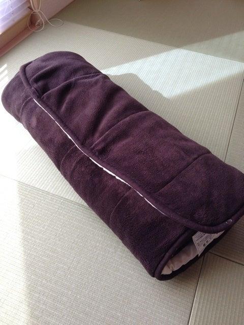 寒くなる冬には、無印良品の「パーソナルホットマット・大・ダークブラウン」をシーツの下に入れて暖めている。