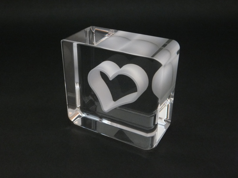 福を呼び込む石英ガラスのペーパーウエイトハート