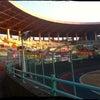 競輪場で輪にの画像