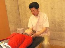 $治らない慢性症状なら【関西カイロプラクティック】大阪府池田市の整体院-触診検査/関西カイロプラクティック
