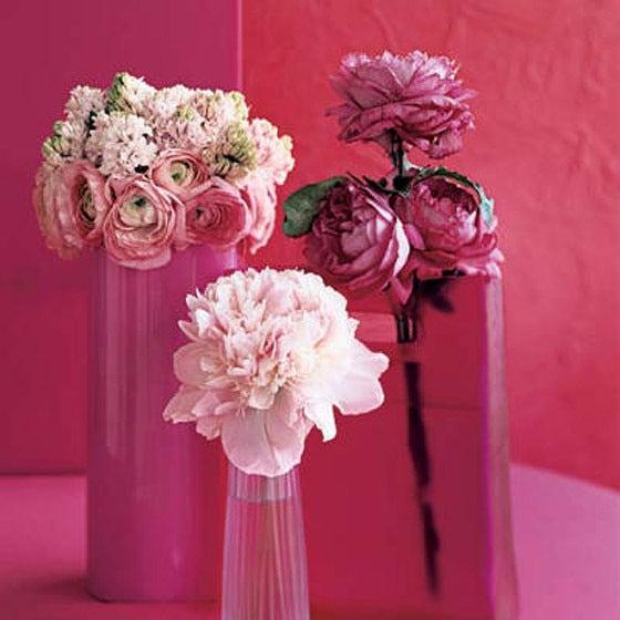 2つ以上のフラワーベースでお洒落に花をアレンジメント事例