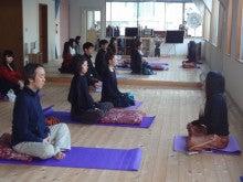 リバウンド0(ゼロ)の健やかな心と体をつくるスンニャターヨガスタジオ:茨城県牛久市-座り瞑想