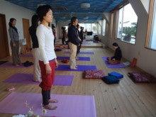 リバウンド0(ゼロ)の健やかな心と体をつくるスンニャターヨガスタジオ:茨城県牛久市-立ち瞑想