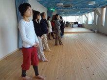 リバウンド0(ゼロ)の健やかな心と体をつくるスンニャターヨガスタジオ:茨城県牛久市-歩き瞑想の様子