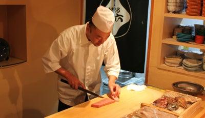 $北海道より直送の寿司。堺筋本町駅徒歩1分 おたる栄六すし 大阪<br />