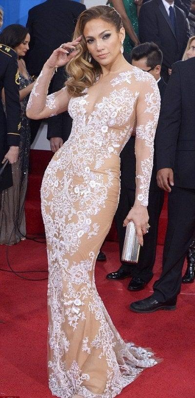 ジェニファー・ロペス 総レース模様のドレスで登場 ジミー・チュウのクラッチバッグ 海外セレブファッション通信