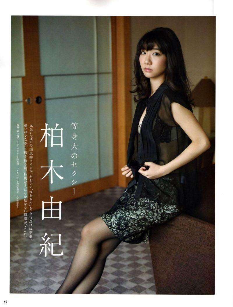 ミニスカート姿の柏木由紀さん