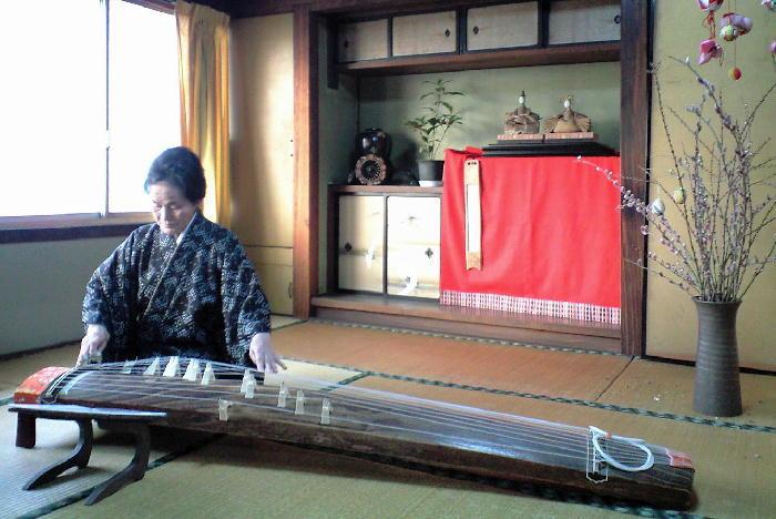 八七咲き街(はなさきまち)-琴