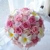 ●桜とプルメリアの入った可愛らしいピンク色ラウンドブーケを東京都ハワイ式の花嫁様へお届けしましたの画像