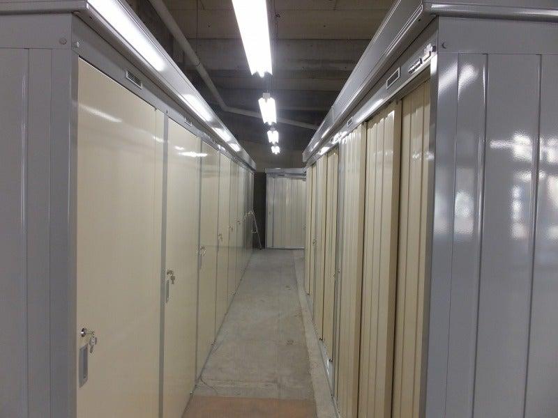 $マイボックス24城山 長崎でレンタルトランクルーム経営-トランクルーム 通路