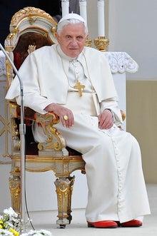 法王 赤い靴